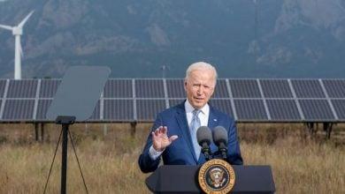 Photo of بايدن يعترف: أميركا في أزمة.. وأمامنا 10 سنوات لتحقيق الأهداف المناخية (فيديو)