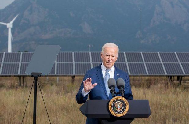 الرئيس الأميركي جو بايدن خلال زيارته للمختبر الوطني للطاقة المتجددة