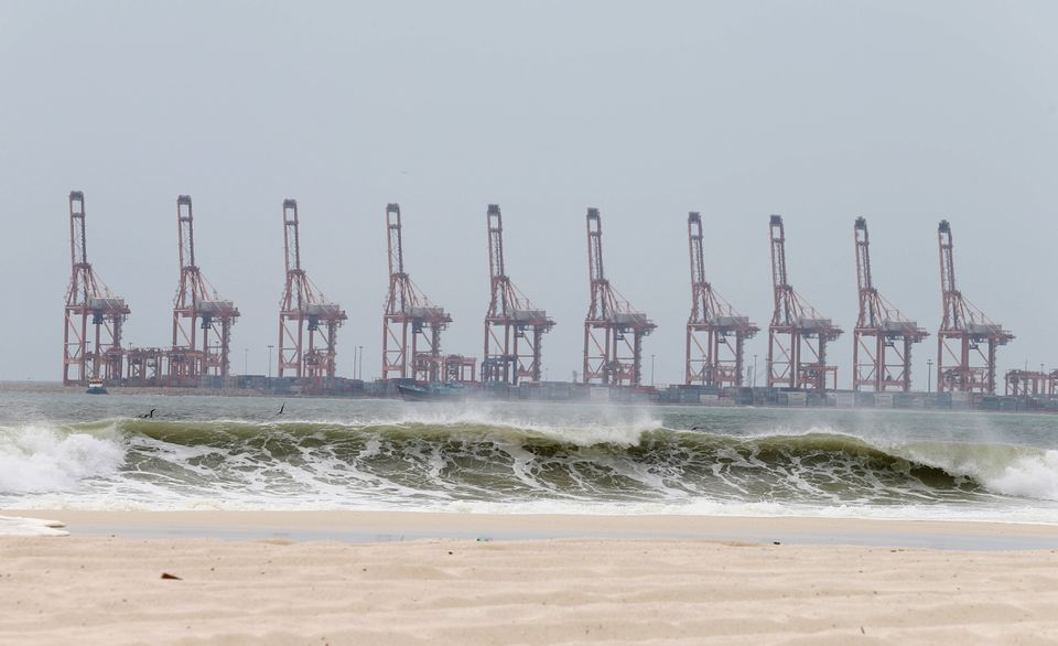 إعصار شاهين في ميناء صلالة