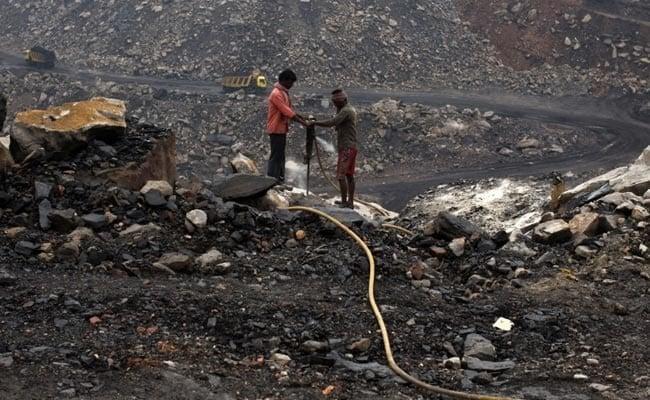 عمال منجم فحم في الهند